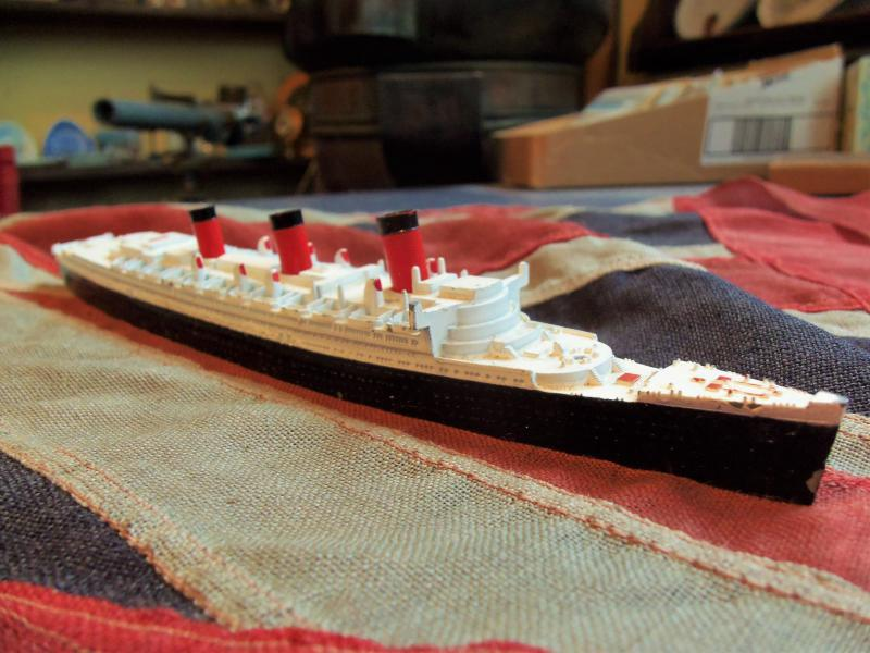 RMS Queen Mary M 703 Triang Minic Ships 1959-64 (BH196)